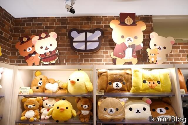 リラックマストア東京駅店「レンガ風店内」イクリンブログ